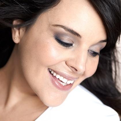 Stéphanie du blog Big Beauty maquillée en Une Natural Beauty ! #unebeauty