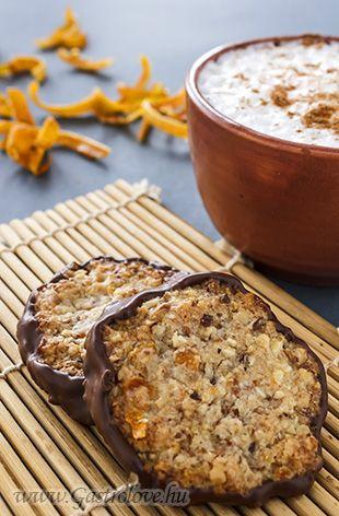 Almond cookie with orange peel and dark chocolate