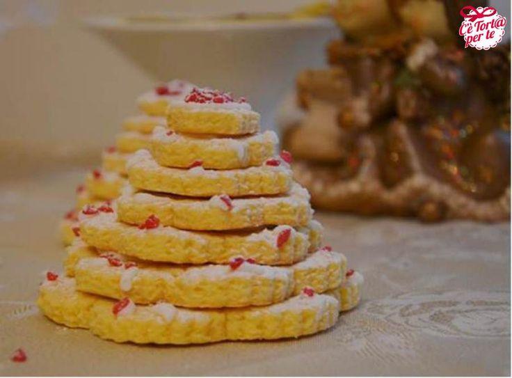 Biscotti albero di #Natale, ecco un'idea perfetta per i vostri ospiti    Scopri la #ricetta... (scheduled via http://www.tailwindapp.com?utm_source=pinterest&utm_medium=twpin&utm_content=post384097&utm_campaign=scheduler_attribution)