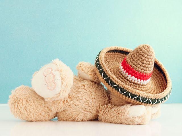 Gorro Mexicano a Crochet - Patrón Gratis en Español aquí: http://mispequicosas.blogspot.com.es/2016/05/gorro-mexicano-patron-gratis.html