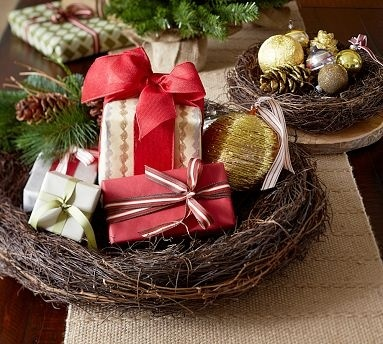 Cute bird nests for small treasures.
