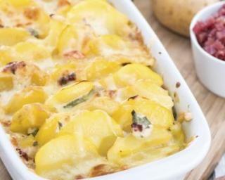 Gratin de pommes de terre aux dés de jambon maigre à la ricotta : http://www.fourchette-et-bikini.fr/recettes/recettes-minceur/gratin-de-pommes-de-terre-aux-des-de-jambon-maigre-la-ricotta.html