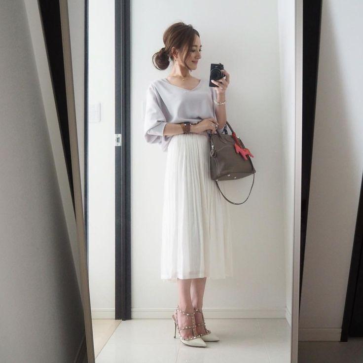 """星 玲奈 on Instagram: """"・ トップス#stunninglure#スタニングルアー スカート#naturalbeautybasic @naturalbeautybasic_official #ナチュラルビューティーベーシック#NBB 靴#valentino#ヴァレンティノ #バッグ#hermes #エルメス#ボリード ・ #coordinate #fashion#outfit#ootd#instafashion#mamacoordinate #ママコーデ#ファッション#コーデ#コーディネート"""""""
