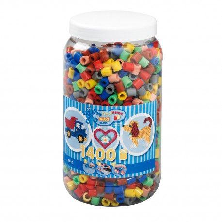 Pot met 1400 Hama Maxi strijkkralen in 7 verschillende kleuren. Kleurnummers: 03, 05, 09, 17, 20, 26, 47.  Afmeting pot Ø 11,5 x 21 cm Geschikt voor kinderen vanaf 3 jaar.