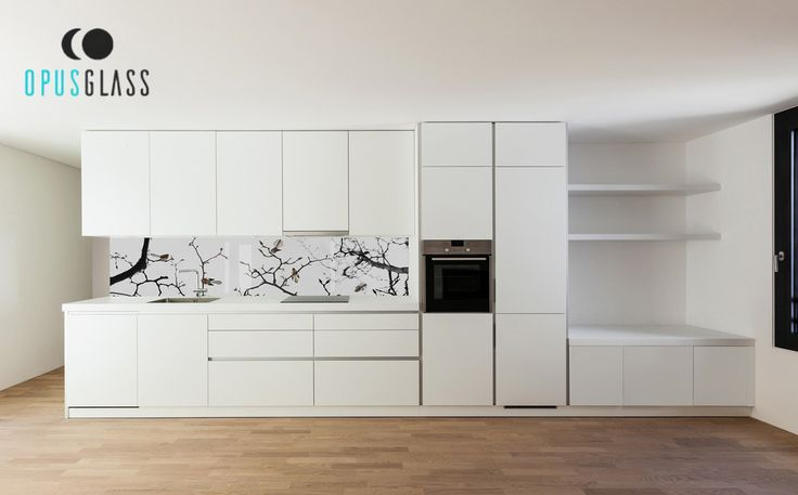 Kuchnia to serce naszego domu. Panele ze szkła laminowanego z grafiką Opusglass pozwolą Ci idealnie podkreślić wyjątkowy charakter Twojej kuchni. Szklany panel z grafiką montujemy zazwyczaj na całej długości zabudowy kuchni, między blatem, a szafkami. Zainspiruj się naszymi projektami, a w razie wszelkich zapytań - jesteśmy do Twojej dyspozycji.  ______________ www.opusglass.pl #opusglass #szkłolaminowane #szkłolaminowanezgrafiką