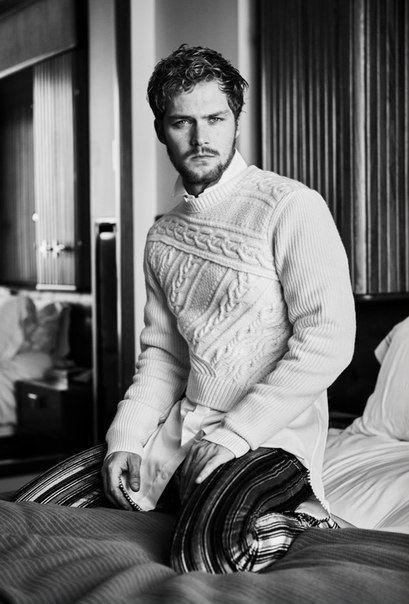 Звезда фильма Железный кулак  Finn Jones в фотосессии для журнала Interview / 2017