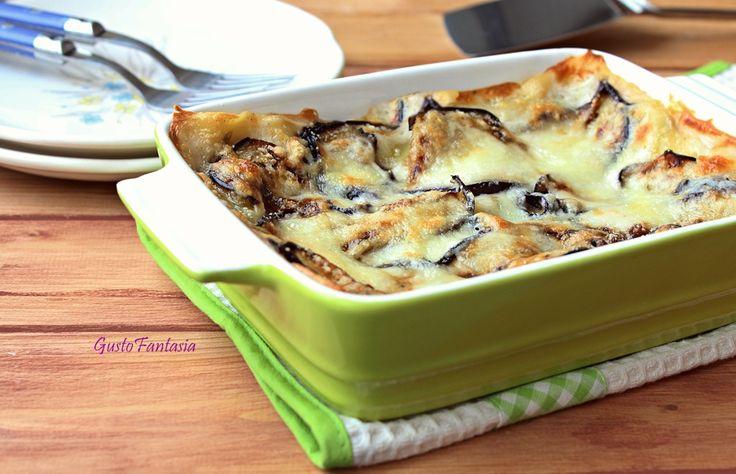 le Lasagne melanzane e mozzarella sono buonissime calde e filanti, è un piatto ricco e gustoso ideale per occasioni particolari o per un pranzo vegetariano.