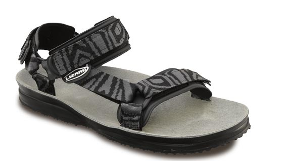 The best performance/weight ratio sandal! SUPER HIKE, Lizard perennial style, is ideal for every outdoor activity, for excursions, trekking and hiking. The anatomical leather footbed offers toe protection and the triple strap quick adjustment ensure perfect foot stability. The sole unit is extremely lightweight in order to give freedom of movement and to allow the foot maximum sensitivity to the terrain. Comfort is assured thanks to the padded bands.