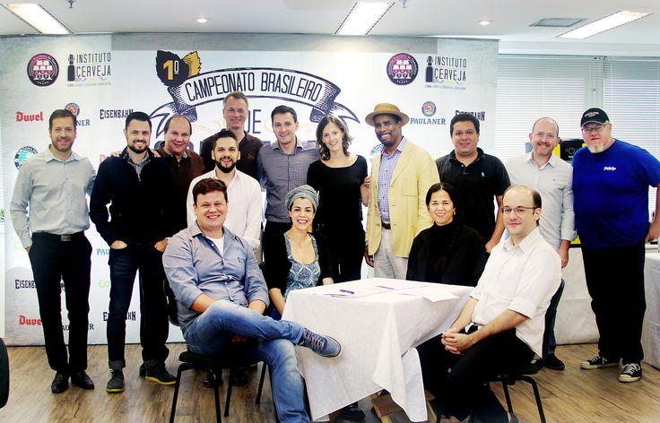 Provas do campeonato de 2015 serão realizadas em março, tendo a primeira etapa em cinco cidades (São Paulo, Rio, Porto Alegre, Curitiba e Blumenau) e as duas seguintes na capital paulista (na imagem, a equipe de organização e julgadores da edição de 2014)
