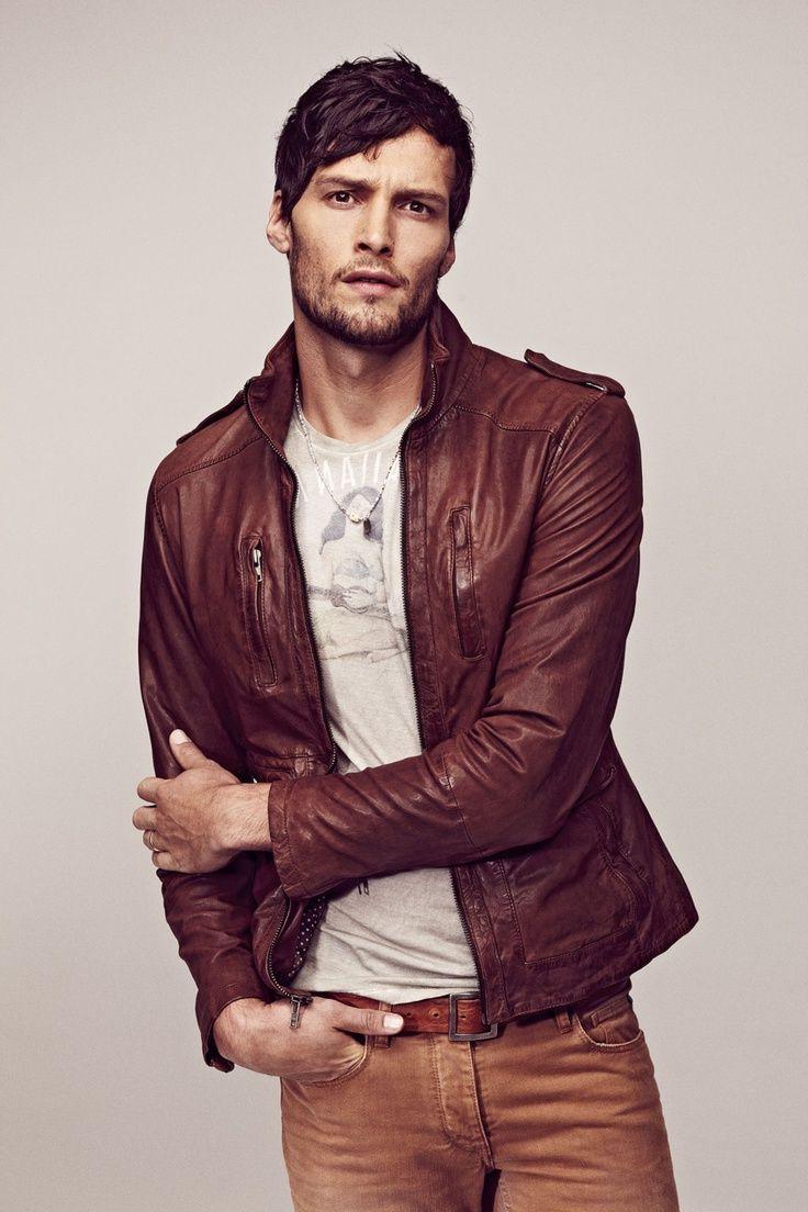 Men's Brown Leather Jacket Looks
