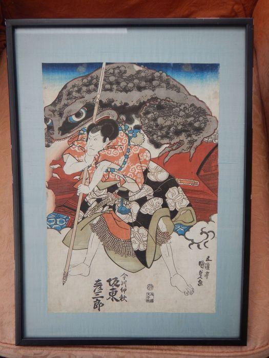 Acteur Bandô Hikosaburô IV als het beertje (Yakko) Kingorô door Utawaga Kunisada (1786-1865) woodblock print - Japan - 1841  Woodblock print van deze bekende kunstenaar. Deze print toont acteur Bandô Hikosaburô IV als het beertje (Yakko) Kingorô en een gigantische padden dit is een scène van het spel: Tenjiku Tokubei Banri neen IrifuneIn het geval u niet bekend met deze kunstenaar bent check http://ift.tt/2aCGqDO voor wat achtergrondinformatieDe afdruk is in goede staat kleine spotting en…