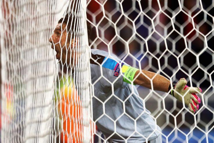 #buffon heureux après la victoire de son équipe à l'#euro2016 ! @9inesports #9ine