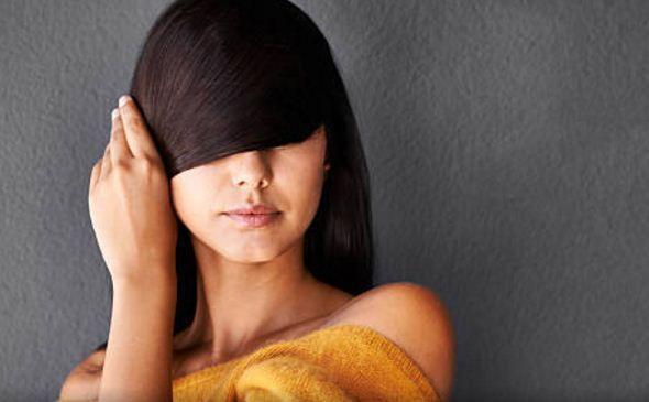 Banyak orang yang menyukai rambut panjang. Dengan itu, mereka berupaya dengan berbagai macam cara untuk mendapatkan rambut yang tumbuh lebih cepat. Namun, tidak semua produk bisa bekerja dengan baik, loh. Ada memang yang dapat menumbuhkan rambut dengan cepat, tapi cepat juga hilangnya, alias rontok!