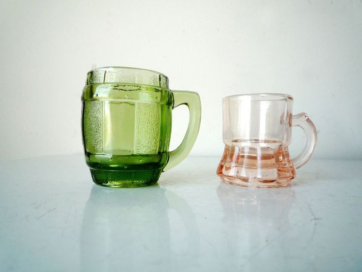 Midcentury Glass His and Hers Shot Glasses 1 Green 1 Pink #midcentury #vintagebar #vintageshotglasses #hisandhers #vintageglass