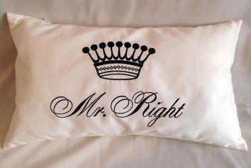 подушка с вышивкой. 27х47. 150гр