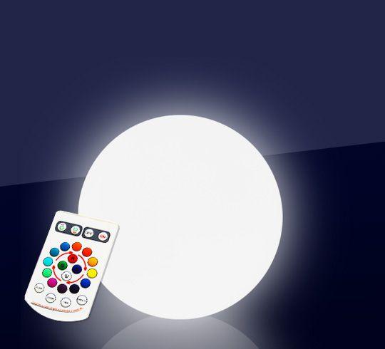 Grâce à cette boule lumineuse LED 20 cm, créez dans votre jardin une ambiance, chic le jour, féérique la nuit. Avant tout conçue pour une utilisation extérieure car étanche aux projections d'eau, cet