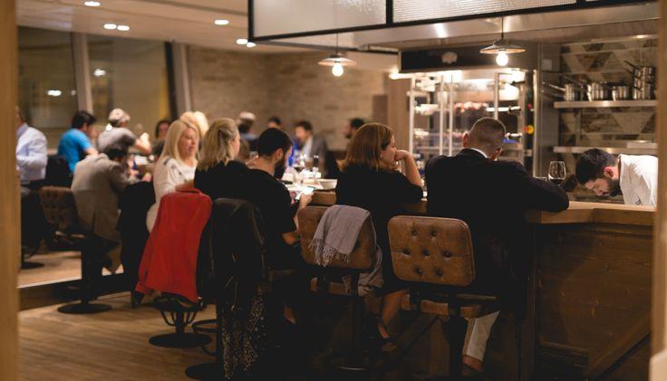 Μια εβδομάδα πριν ανοίξει ο πολυσυζητημένος γαστρονομικός πολυχώρος Yoleni's στο Κολωνάκι, είχαμε την ευκαιρία να το γνωρίσουμε και να δοκιμάσουμε το πρώτο εστιατόριο της Φάρμας Μπράλου και τα πιάτα του Μιχάλη Νουρλόγλου.
