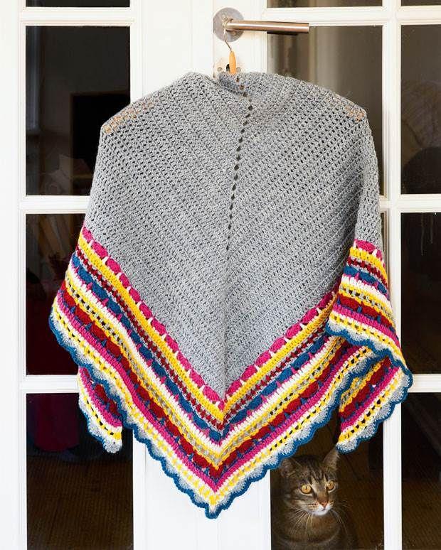 Selve sjalet er helt basic. Det er den multifarvede kant med de mange forskellige hækleteknikker, der gør det til noget helt særligt.