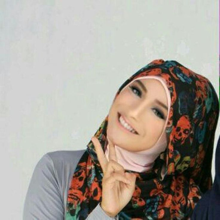Molina Ulfah Ramadhan, 20 years old from Indonesia.  View her full biography and vote her to be The World Muslimah 2014. http://tinyurl.com/wma2014-09071889 #nominee #onlineaudition #WorldMuslimah2014