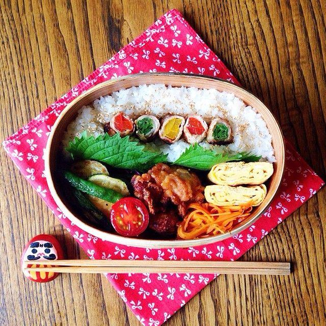 カラフル肉巻き弁当 .  . #お弁当#曲げわっぱ#旦那弁当#お昼ごはん #cook#eat#japan#bento#lunch#lunchbox #わっぱ#カラフル#肉巻き