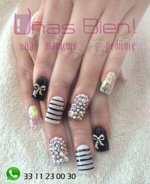 Black and shiny nails