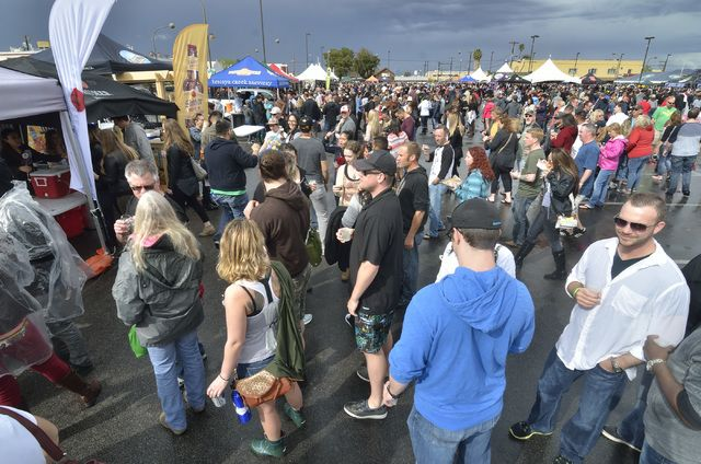 There's nothing like a beer festival to bring the community together. Friends, neighbors and total strangers just seem to bond better when they're exploring new brews. Fortunately, Las …