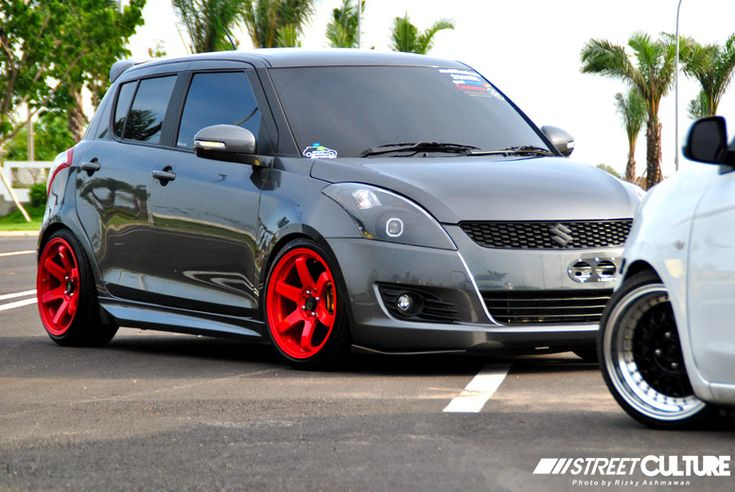 Grey_Suzuki_Swift_002