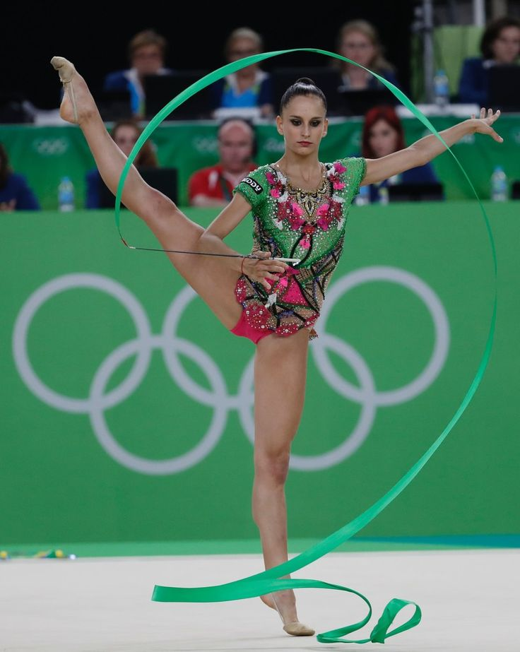 Azerbaijan's Marina Durunda competes in the individual all-around qualifying event of the Rhythmic Gymnastics at the Olympic Arena during the Rio 2016 Olympic Games in Rio de Janeiro on August 19, 2016. / AFP / Thomas COEX