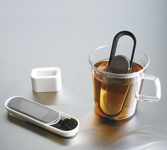 The Loop Tea Strainer: A Tea Infuser That Takes Its Cues From The USB Stick