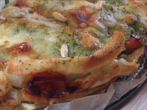 """""""LASAGNAU"""" lasagna di PANE CARASAU - veloce, leggera e vegetariana... TUTTI A TAVOLA - YouTube"""