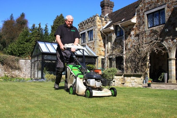 Designed to meet the rigours of a wide variety of commercial grass cutting applications, Etesia's Pro 46 pedestrian rotary mower is specified by contractors who want to profit from grass cutting.
