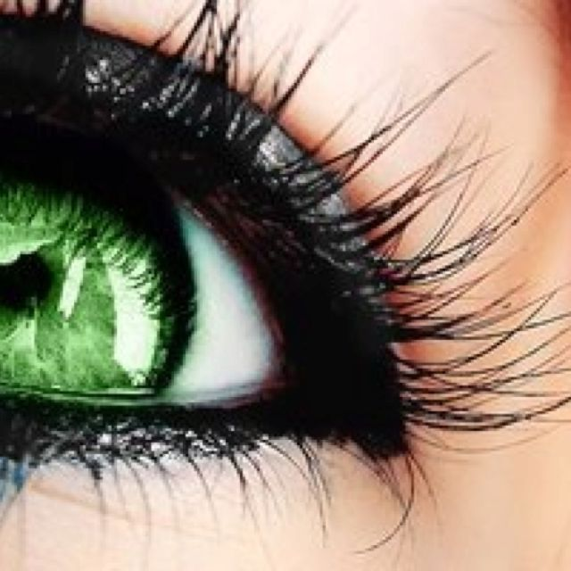 I need to get some green contact lenses would be cool to try