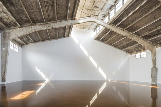 Antony Gormley HOST. Galleria Continua Beijing, 2015. Photo by: Oak Taylor-Smith. Courtesy Galleria Continua San Gimignano / Beijing / Les Moulins / Habana; © The Artist