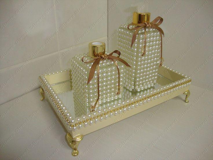 Seu lavabo ainda mais chique com essa linda peça de decoração:  - Bandeja: 25x16X6 ( com pés)  - difusor com 2 varetas  - Porta sabonete líquido    -