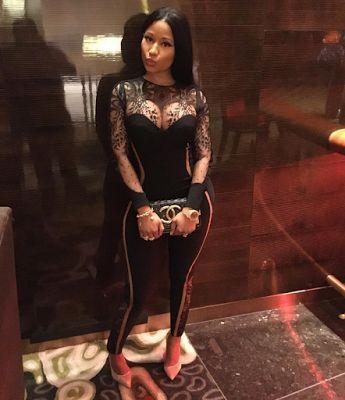 Nicki Minaj stuns in jumpsuit for Vegas night - http://www.thelivefeeds.com/nicki-minaj-stuns-in-jumpsuit-for-vegas-night/