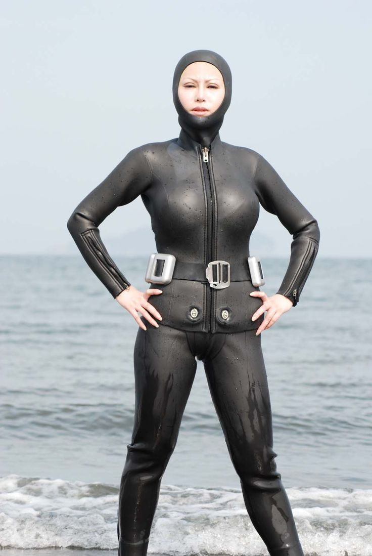 scuba diving wetsuits peeing