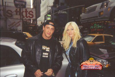 WWE Diva Torrie Wilson and her former husband Billy Kidman (Peter Guner). Wilson worked as Kidman's valet during their time together in World Championship Wrestling. #WWE #wwecouples #WCW