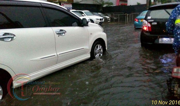 Hujan Deras dan Angin Kencang Melanda Sebagian Jakarta Sore Ini