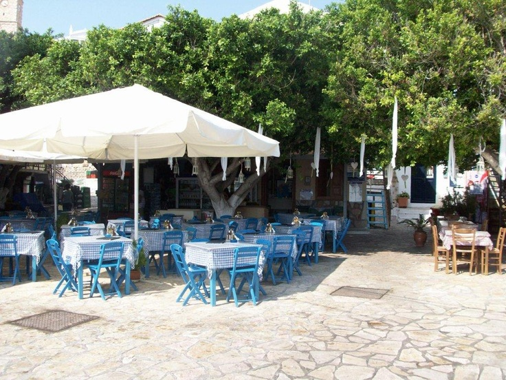 A normal view of a taverna on Halki?