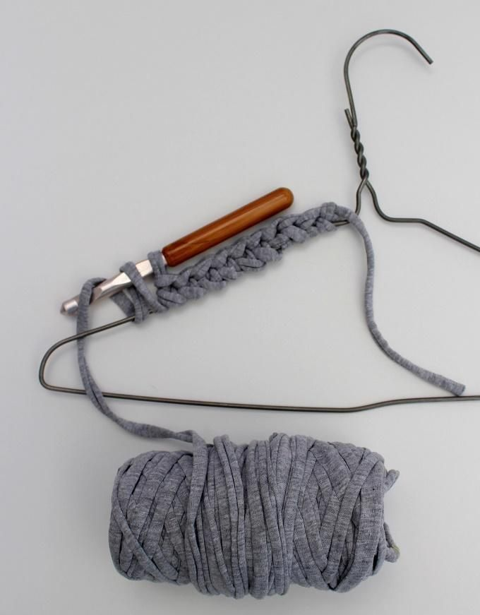 Recycle a wire coat hanger with crochet. A diy tutorial.