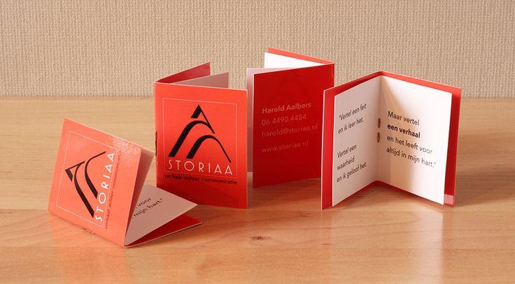 Unique storytelling business card. Unieke visitekaartjes. Storiaa - verhaal achter communicatie: bureau voor storytelling. Storiaa verbeeldt verhalen in ruimte en media om een doelgroep te raken in hun hart.