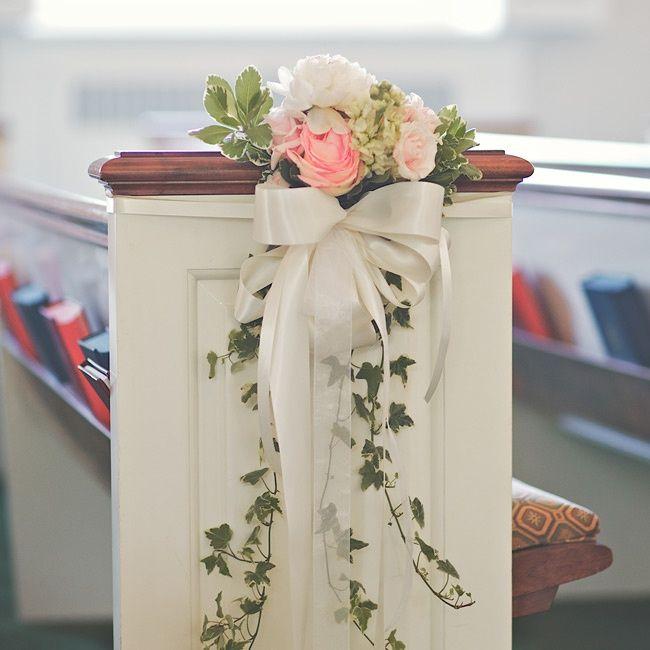 : pew decorations with hydrangeas
