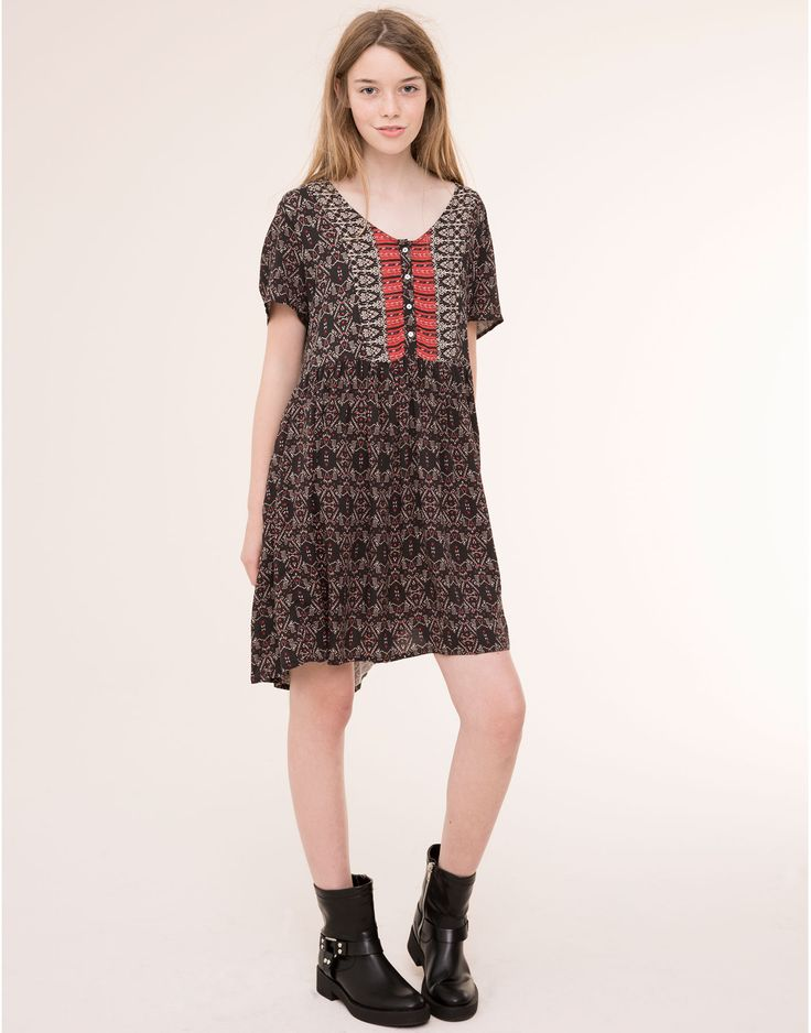 The most comfortable dresses for women at PULL&BEAR. Long or short striped,  checked, floral, velvet, denim and T-shirt dresses for Autumn Winter