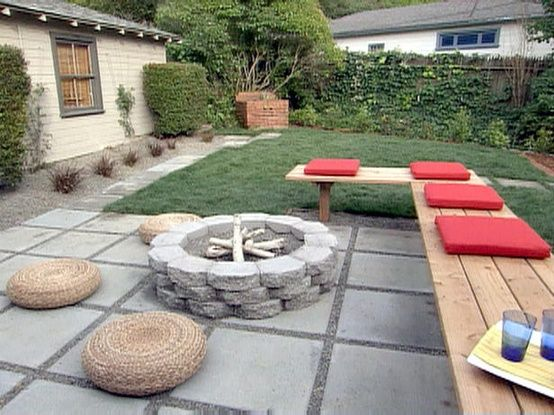Love this unconventional backyard sitting area with firepit! Easy DIY projects all over! FIRE PIT FIRE PIT FIRE PIT. YES. A THOUSAND TIMES YES.