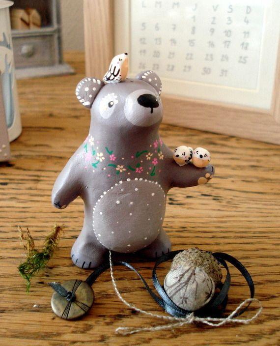 La Grande Ourse, Gardienne du Foyer totem oMamaWolf figurine en porcelaine froide