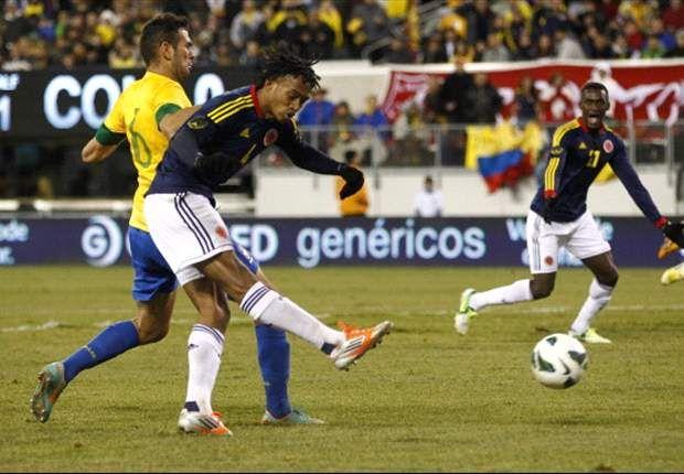Gran momento en el que Juan Guillermo Cuadrado elude a la defensa brasilera y anota el primer gol del partido. Diego Alves  fue quien recibió la anotación. #AmistosoInternacional Brasil 1 (Neymar) ─ Colombia 1 (Juan G. Cuadrado) || Metlife Stadium - New Jersey || 14/11/2012