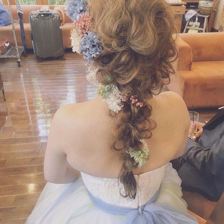 お色直しは編みおろしです☺️ #ヘアアレンジ #ブライダルヘアメイク #プレ花嫁 #花嫁 #ウェディングドレス #ブーケ