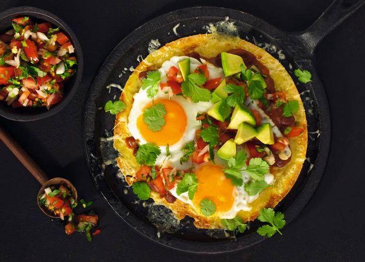 Tacofrokost. En åpen taco – tostada – med grønnsaker, bønner og egg - er populært som dagens første måltid i Mexico. Foto: Lisa Westgaard #taco #tacofrokost
