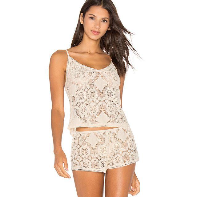 💬Я просто в восторге от комплекта и от столь быстрой доставки! Очень качественный комплект, советую. Размеры соответствуют российским. На М брала М и он в облипочку сидит. Если любите посвободней, то берите на размер больше. Мне идеально подошло!) #пижама кружево #комплект для сна #шорты и топ #Ночные Рубашки  #Пижамы  #Наборы