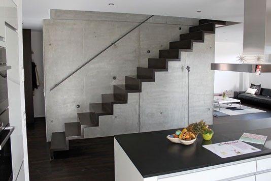 Die gerade Faltwerktreppe hat den Charakter eines begehbaren Möbelstücks. Noves GmbH